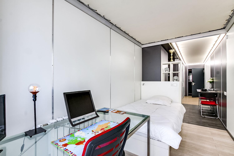 easy student. Black Bedroom Furniture Sets. Home Design Ideas